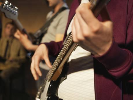 How Musicians Spot Mistakes more Quickly and more Accurately than Non-musicians